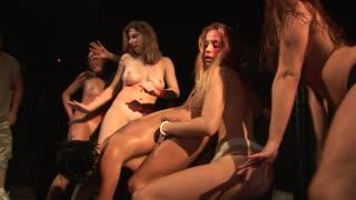 Belle ragazze ballano nude e si toccano,guardale!